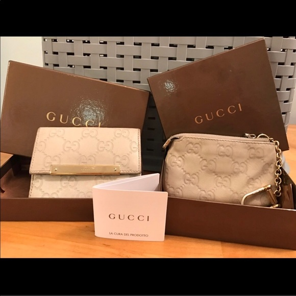 9816e198cd28 Gucci Handbags - Gucci Coin Purse & Wallet Set